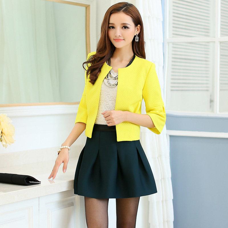 Фото желтый пиджак и черное платье