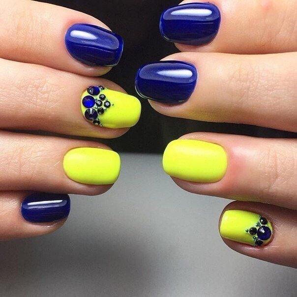 Желтый и синий цвет на ногтях