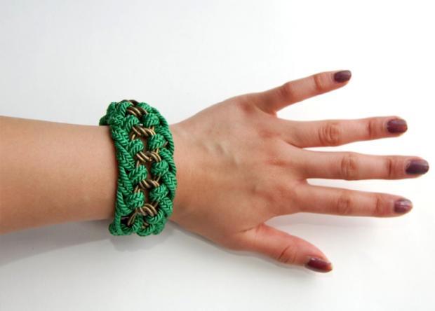 Как сделать друзьям браслеты своими руками 17