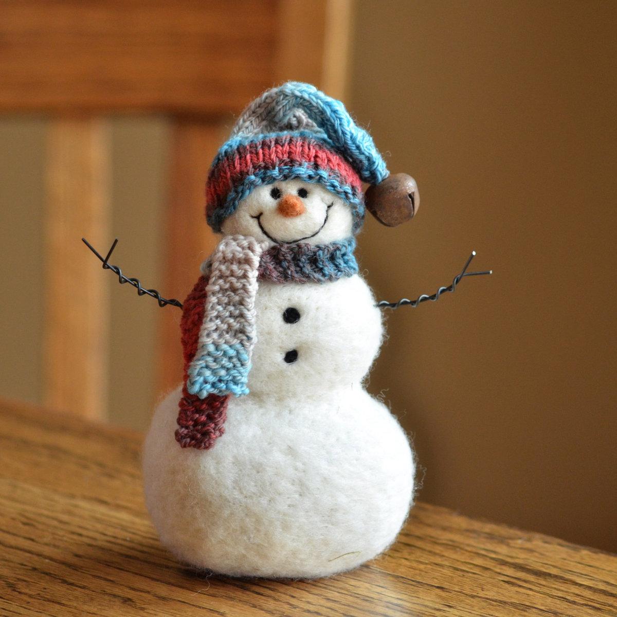 Украшение снеговика своими руками 6