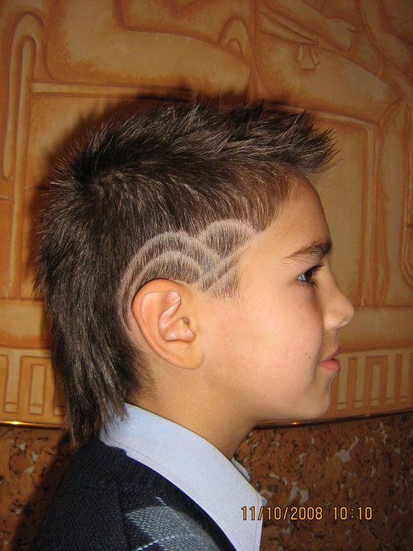 Модные стрижки с узорами на мальчика