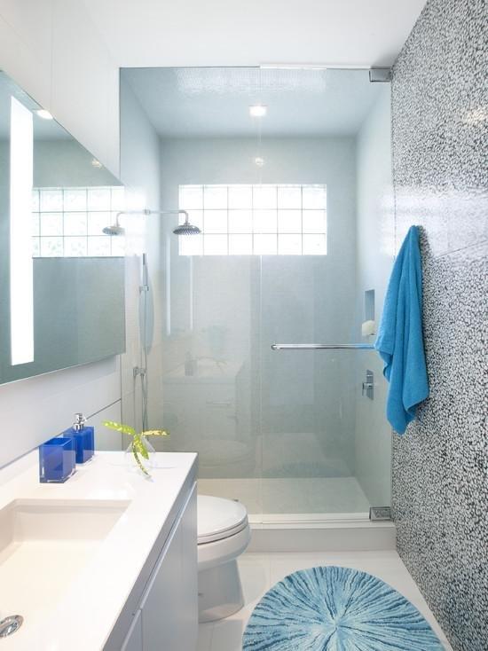 Ванные комнаты с окном с душевой кабиной дизайн