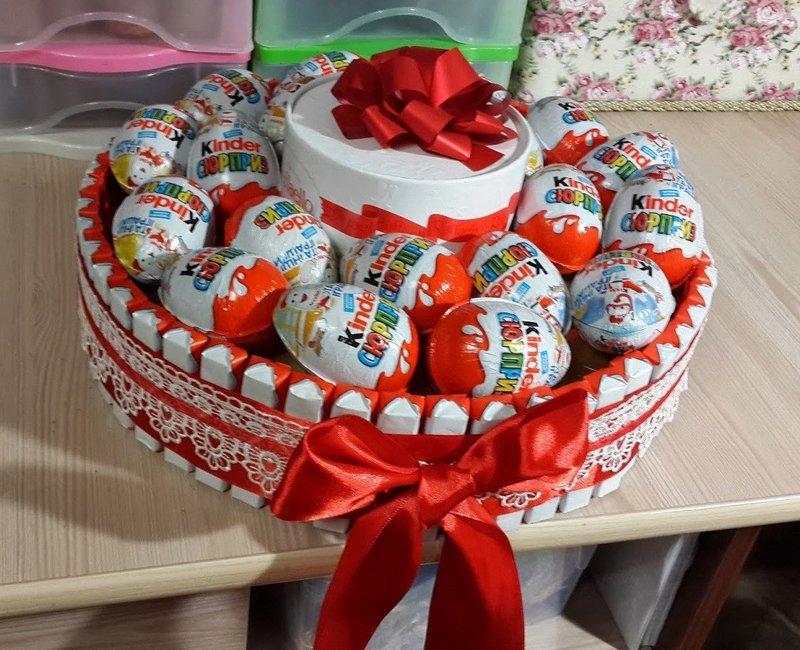 Подарок из киндеров торт 73