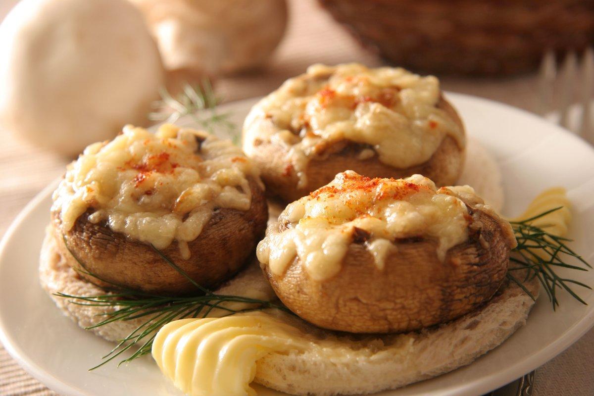 Фаршированные шампиньоны в духовке с сыром с фото пошагово