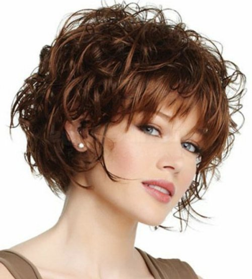Прическа на короткие вьющиеся волосы