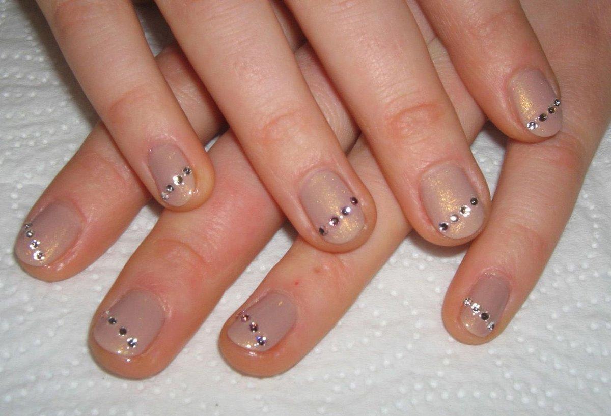 Фото модного маникюра на коротких ногтях