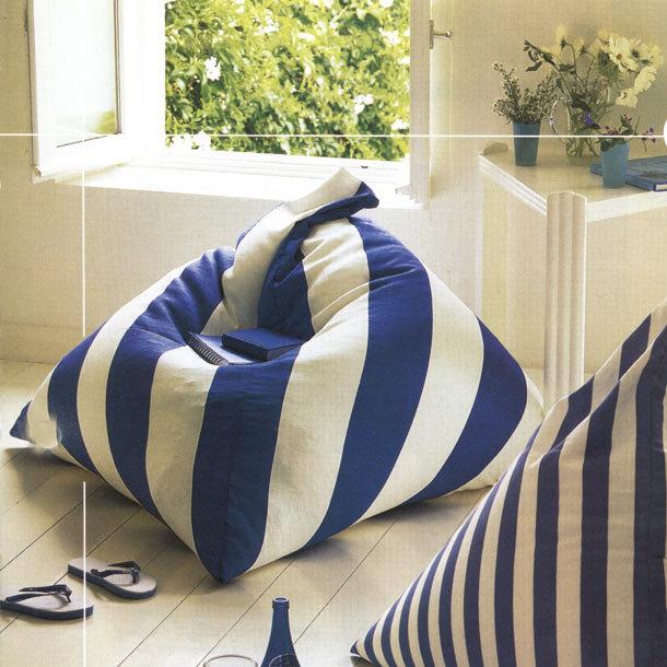 Мягкие подушки для сидения на полу.