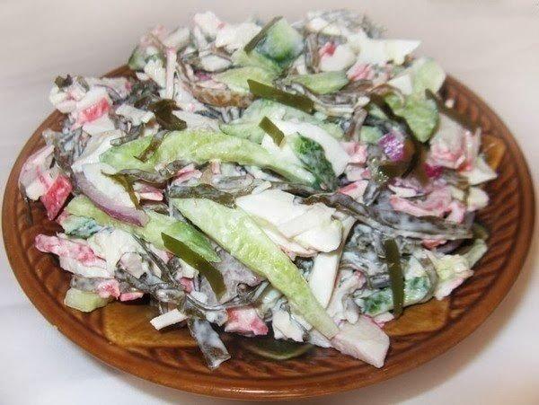 Крабовый салат с морской капустой рецепт с
