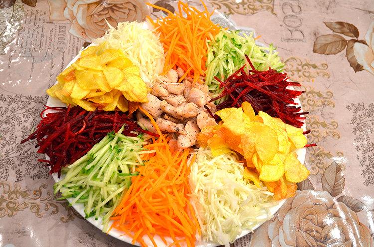 Рецепт салата козел в огороде с чипсами