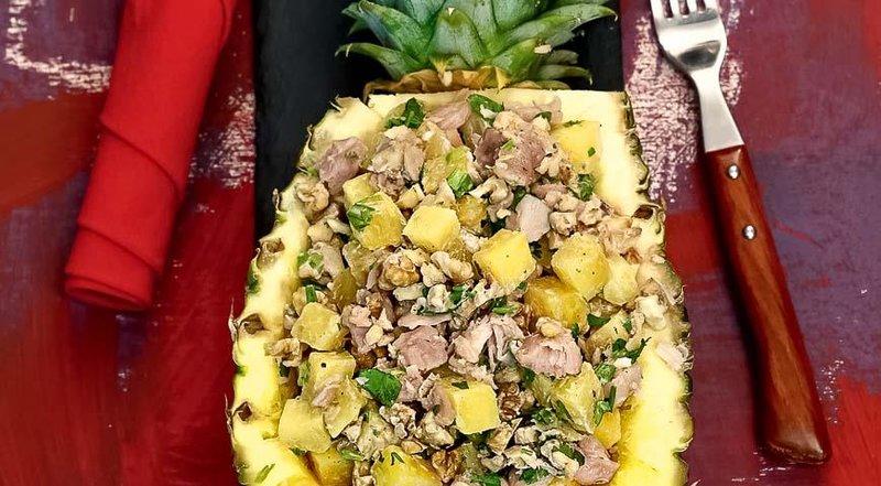Салат из курицы ананасов и курицы рецепт с очень вкусный с