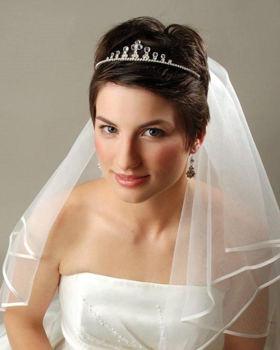 свадебные прически с фатой и челкой фотографии