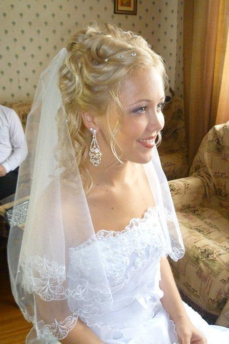 Фото прически на свадьбу с фатой