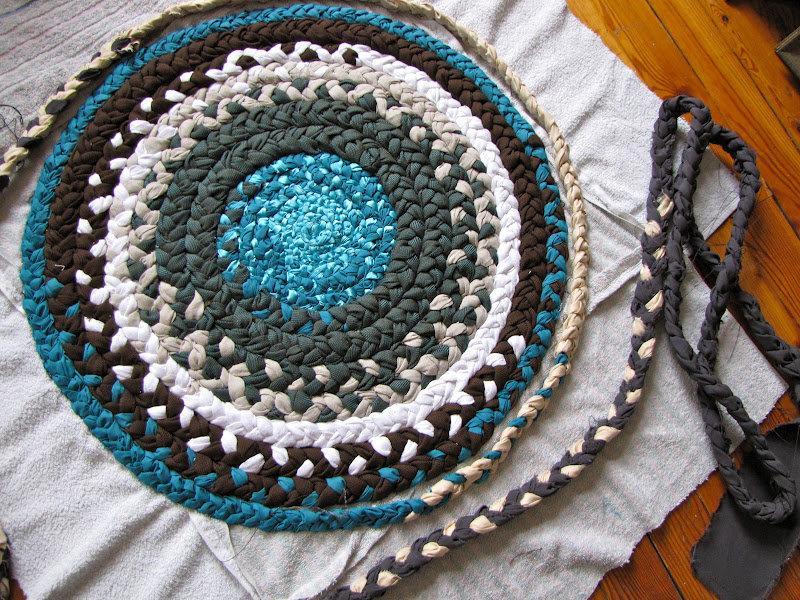Как сшить коврик из старых вещей