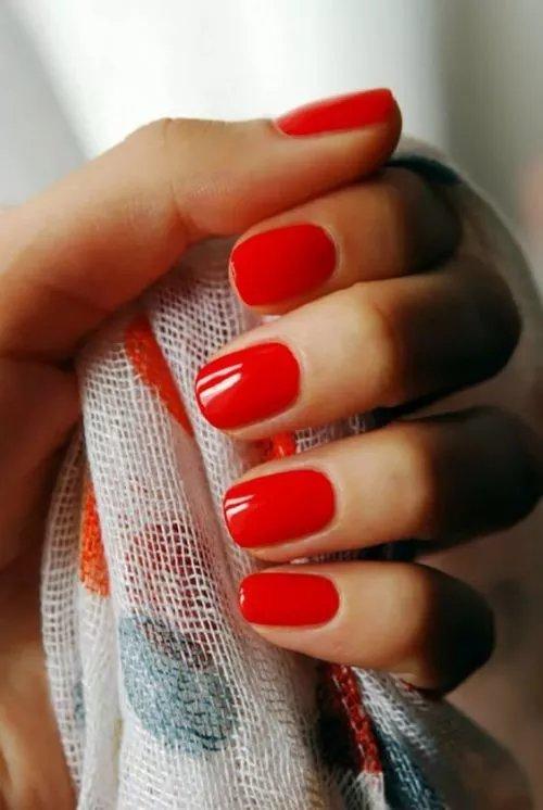 Маникюр с ярко красным лаком фото