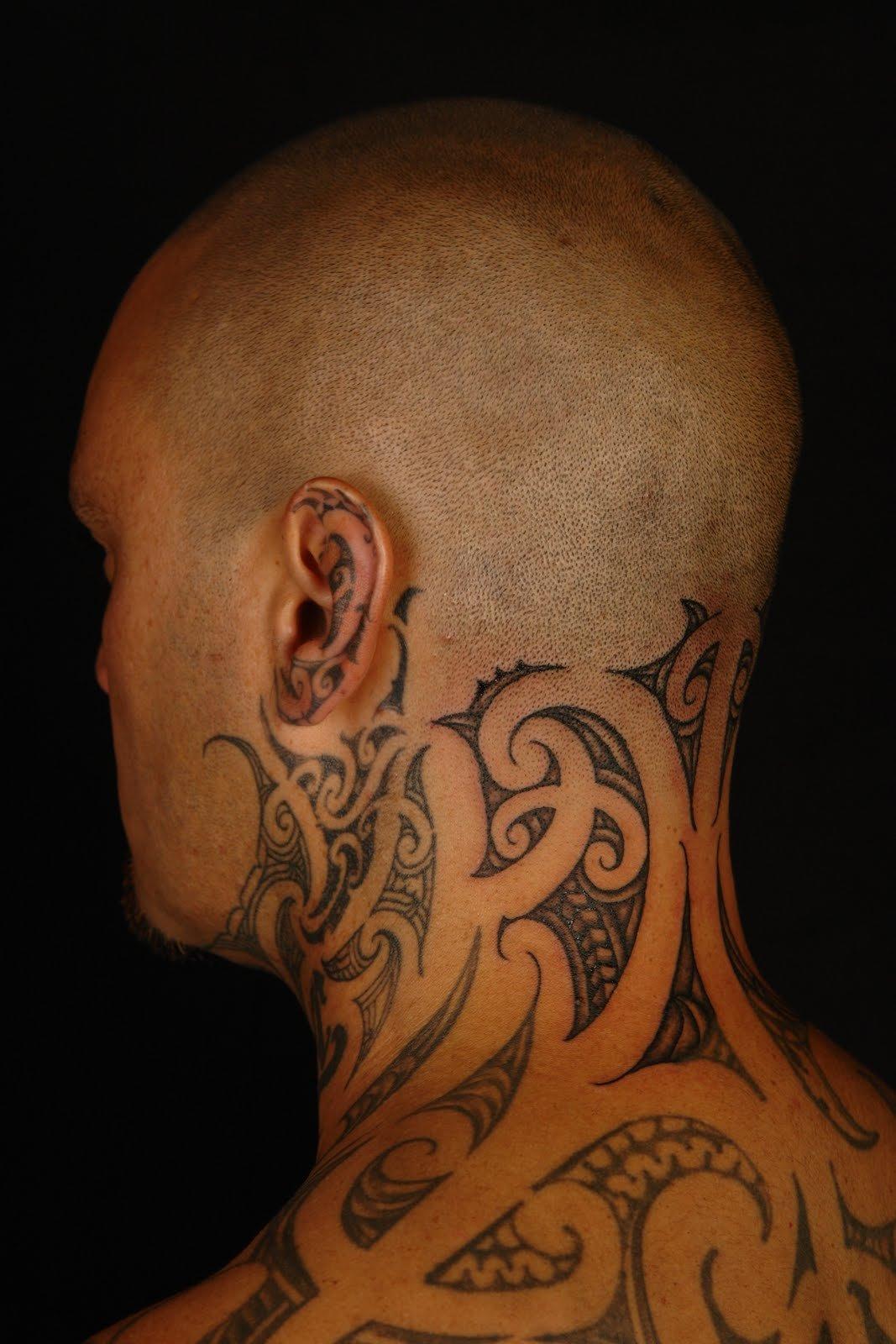 Фото мужского тату на шее