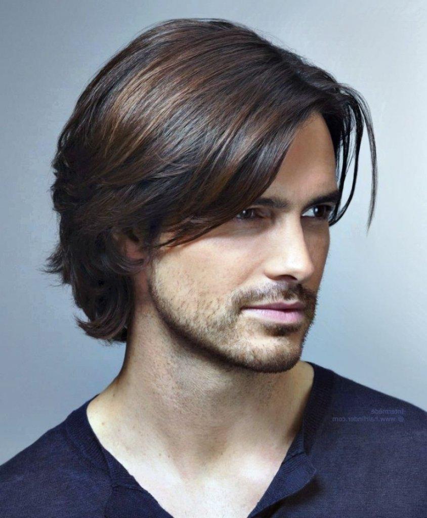 Модные мужские прически для волос средней длины