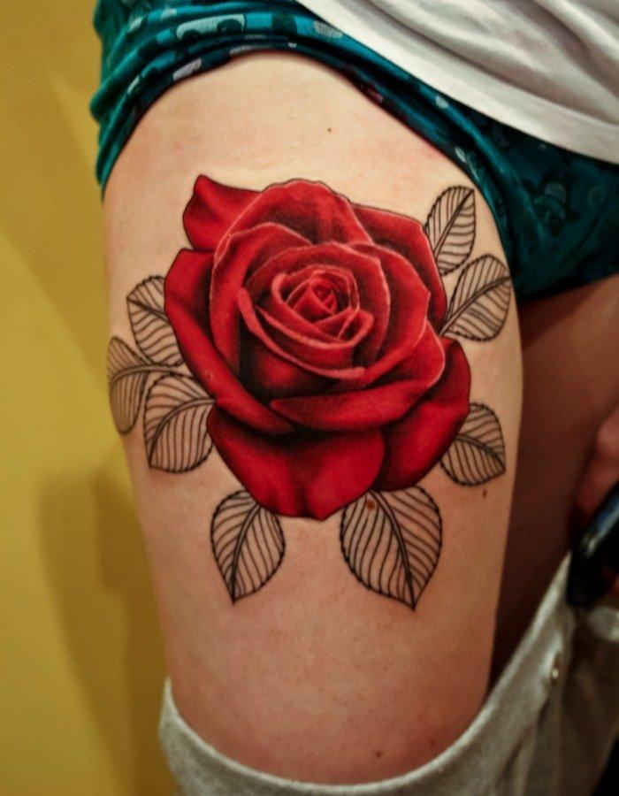 Значение розы в тату на бедре