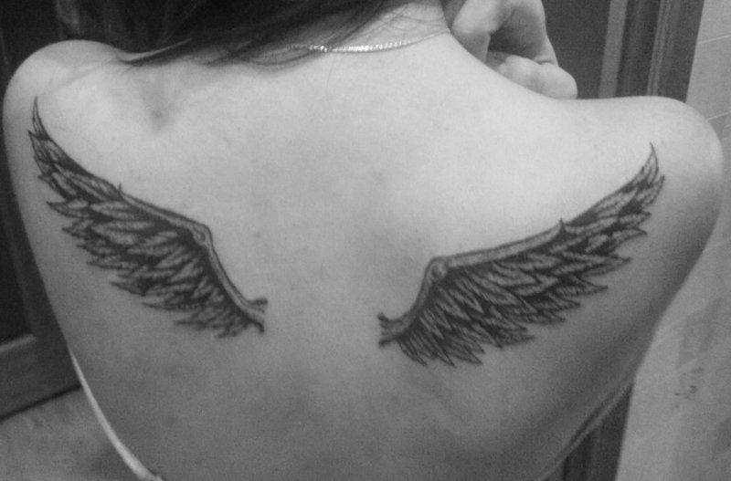 Фото тату у девушек на спине крылья ангела