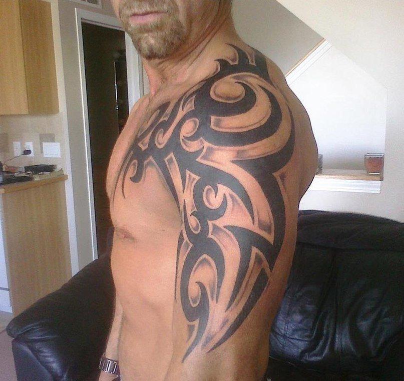 Красивая тату на плече