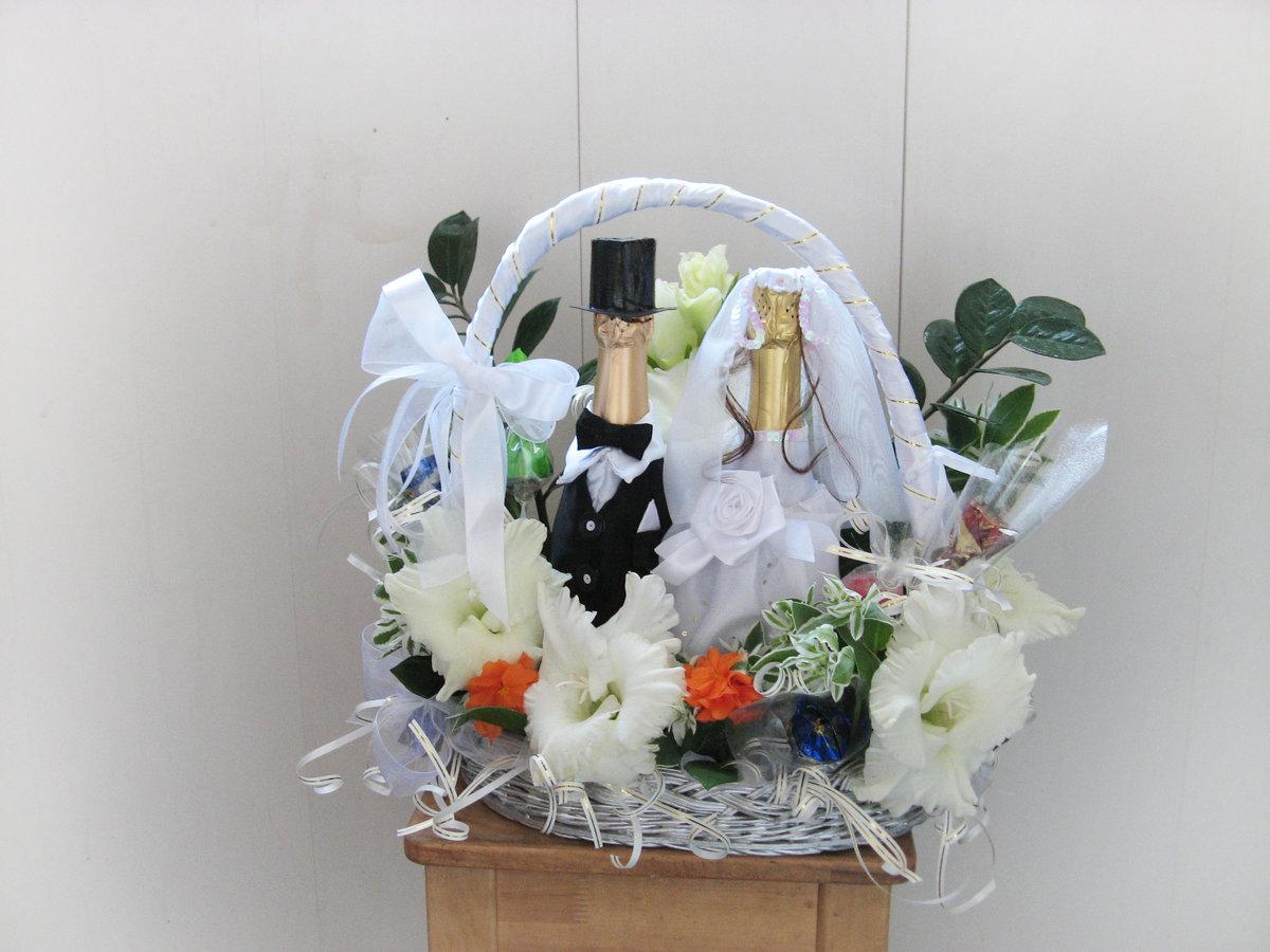 Корзина в подарок на свадьбу 34