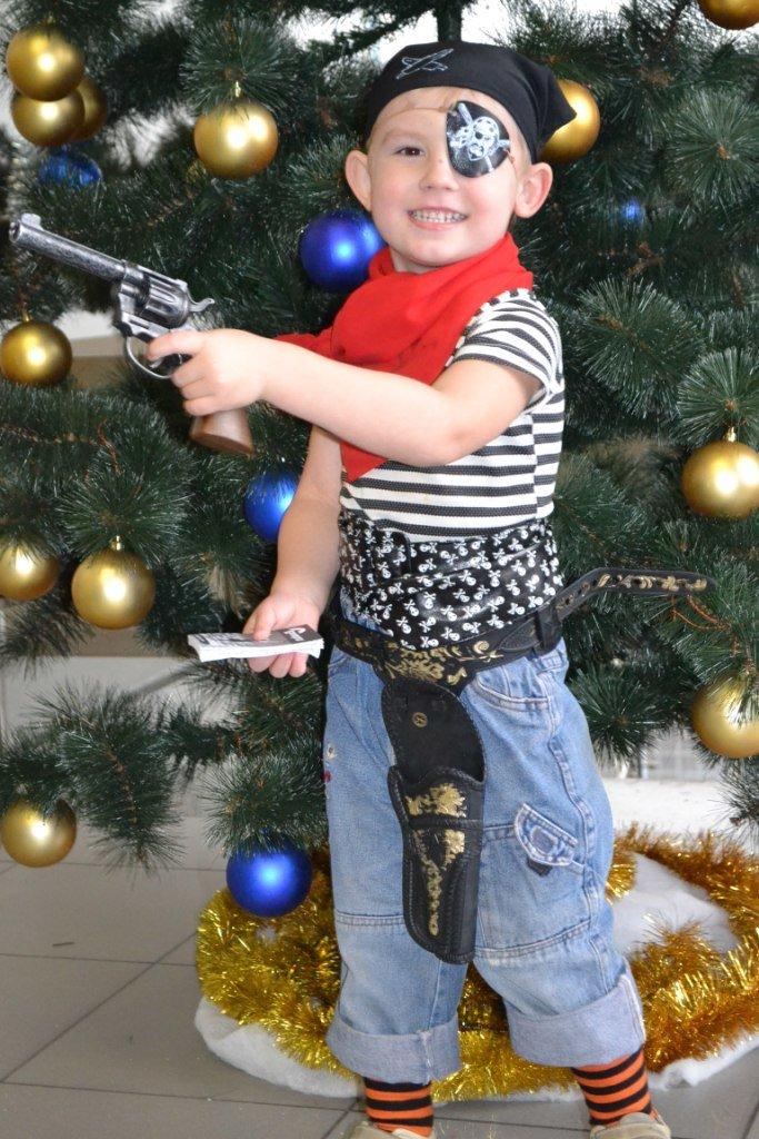 Костюм разбойника для мальчика фото на новый год своими руками