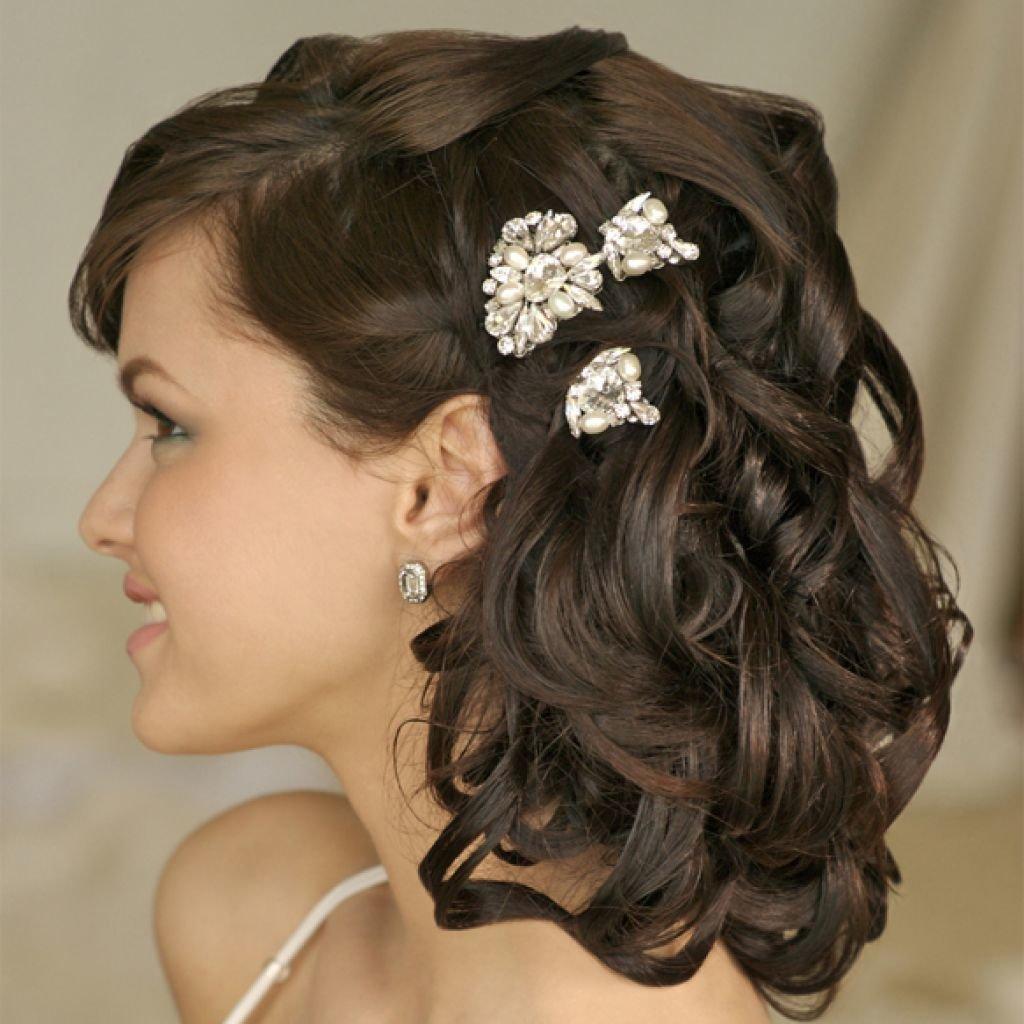 Женские праздничные прически на средние волосы фото