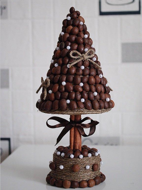 Дерево из кофейных зерен удачно впишется практически в любое пространство и наполнит его ароматом уюта. - карточка от пользовате