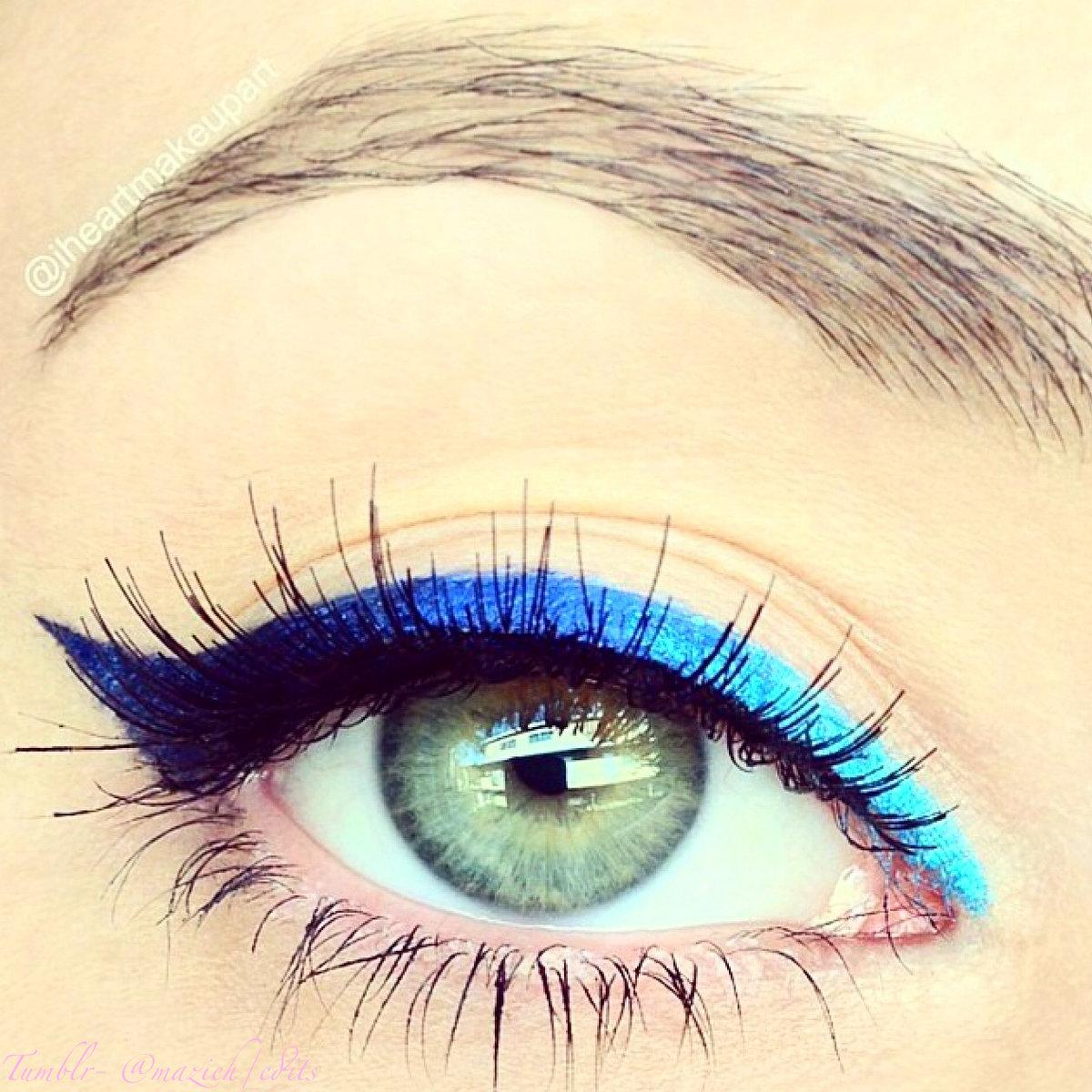 Макияж карандашом для глаз голубой