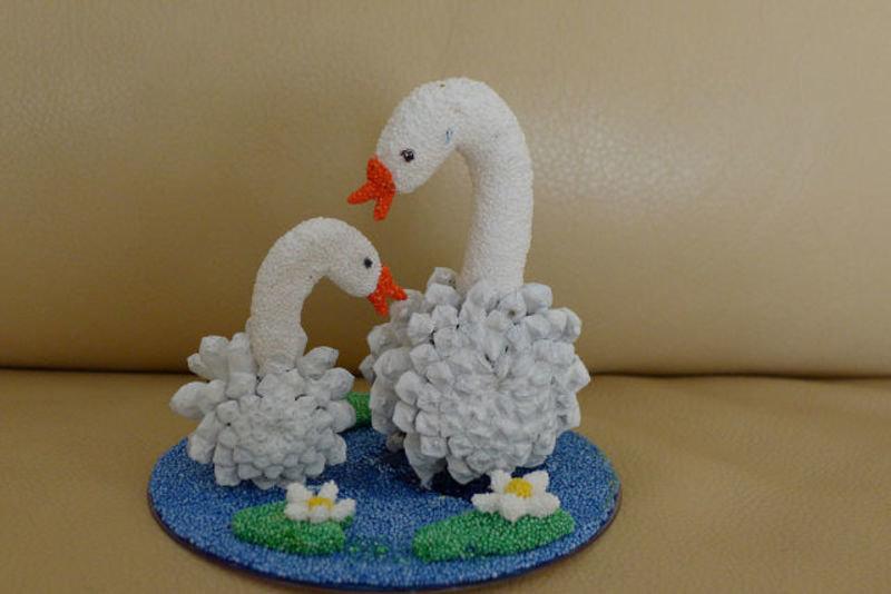 Лебеди из природного материала своими руками фото