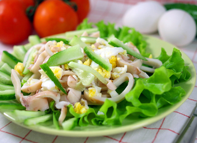 Рецепты салатов из кальмаров с