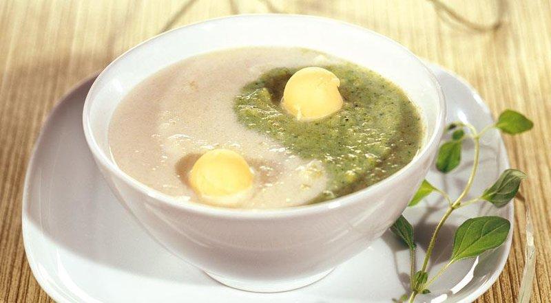 Суп-пюре из брокколи с сыромы с фото