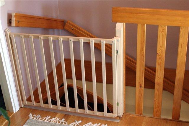 Ворота безопасности для лестницы своими руками 192