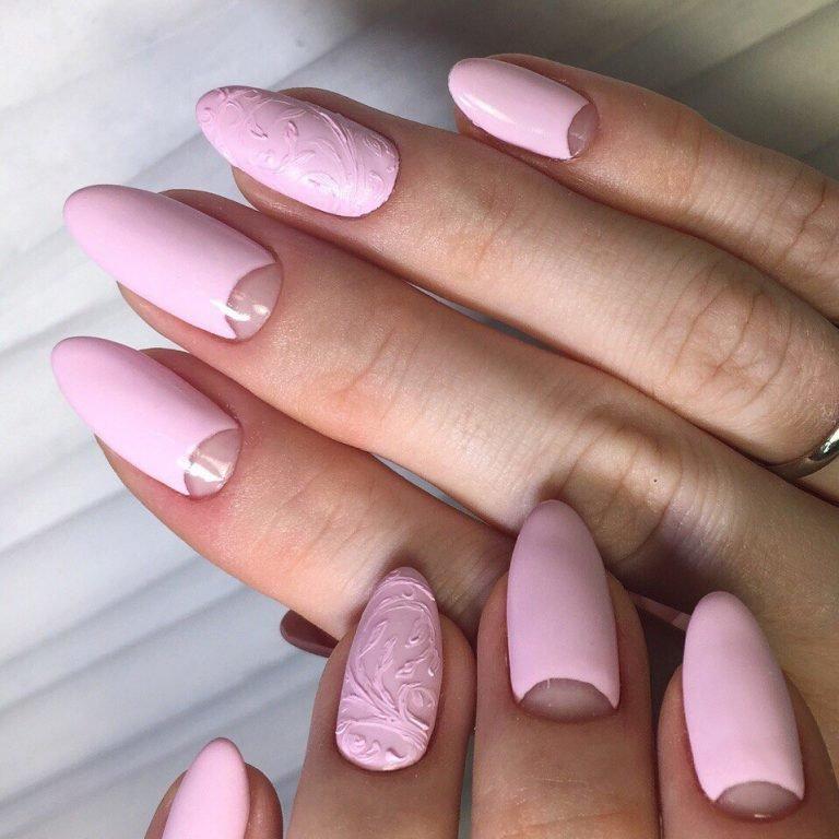 Модный дизайн на овальных ногтях