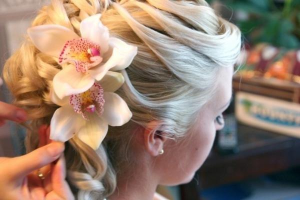 Фото свадебные прически живыми цветами