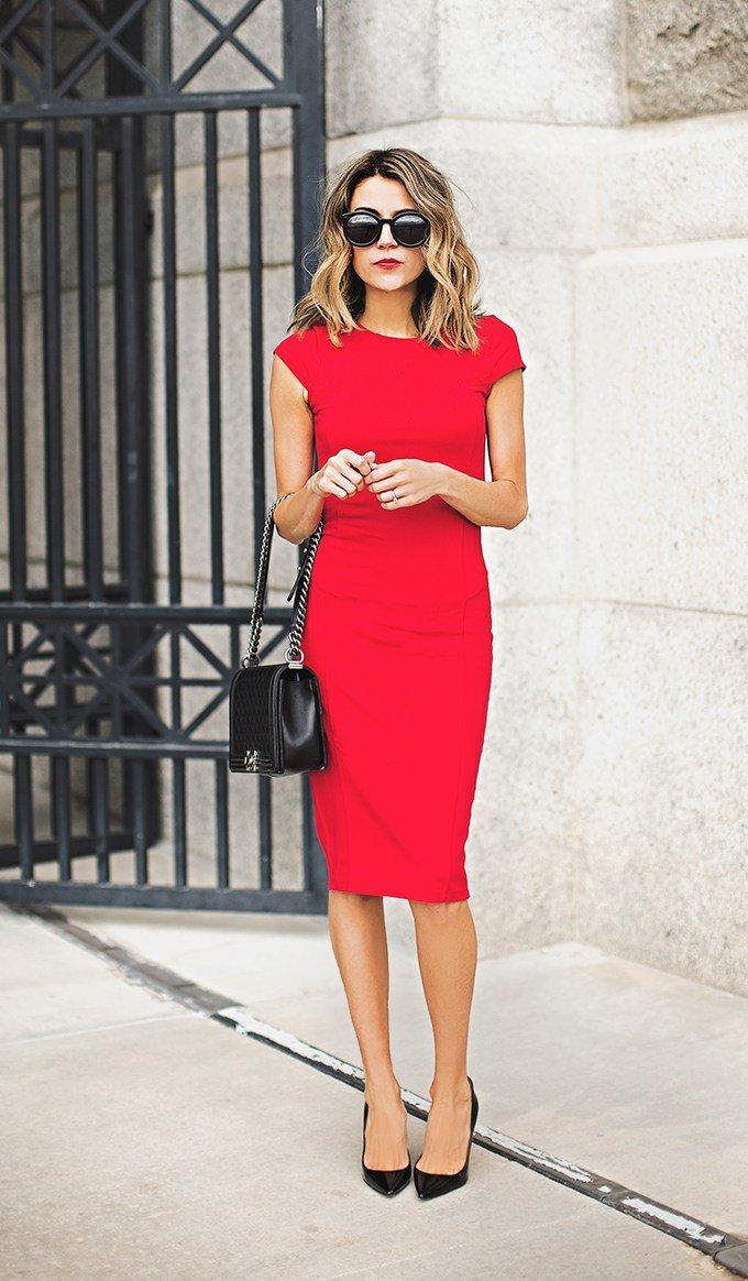 Как носить платье футляр модного образа