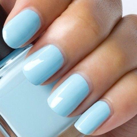 Небесно голубой цвет на ногтях