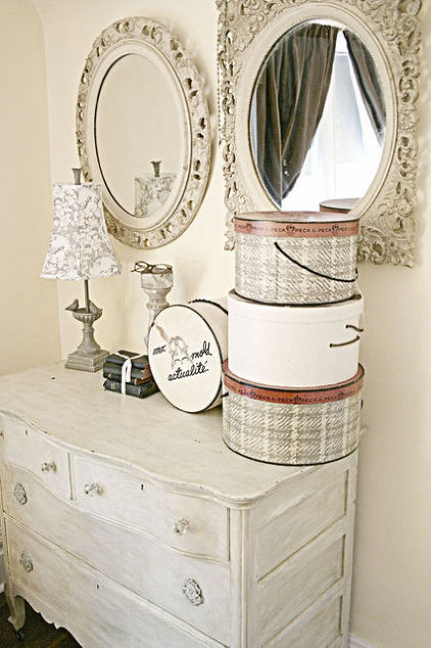 Old fashioned home accessories 94