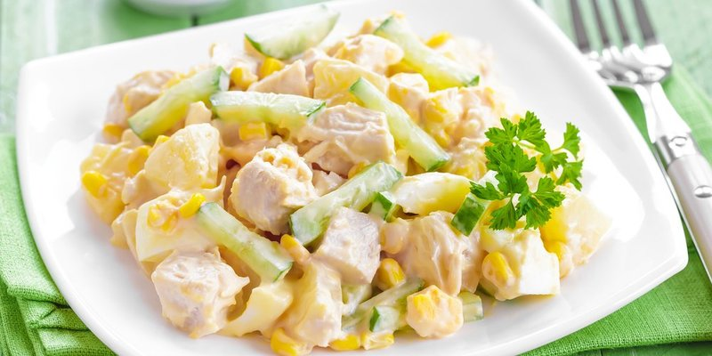 Салат с ананасами и курицей и яблоками рецепт
