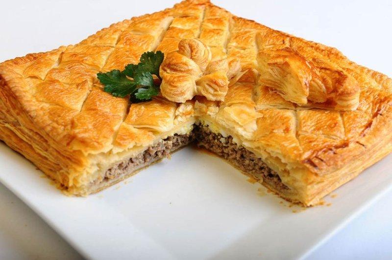 Пирог из слоеного теста с фаршем и грибами рецепт с