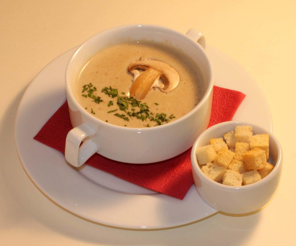 Суп грибной из шампиньонов с сыром