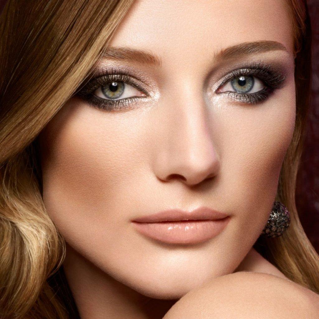 Русые волосы и синие глаза макияж
