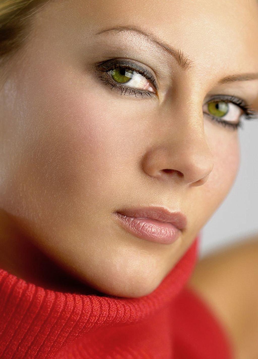 Макияж для зелёных глаз и черных волос фото