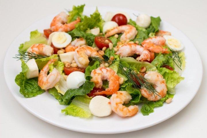 Рецепты салатов с креветками с фото пошагово