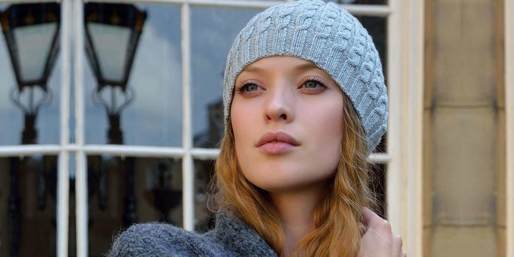 Вязание шапок для женщин с косами 215