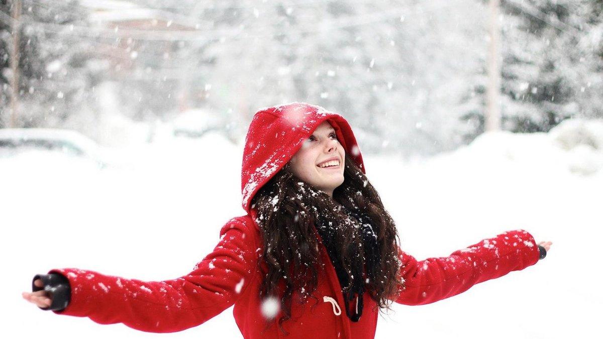 Фото девушек зимой на снегу на аву
