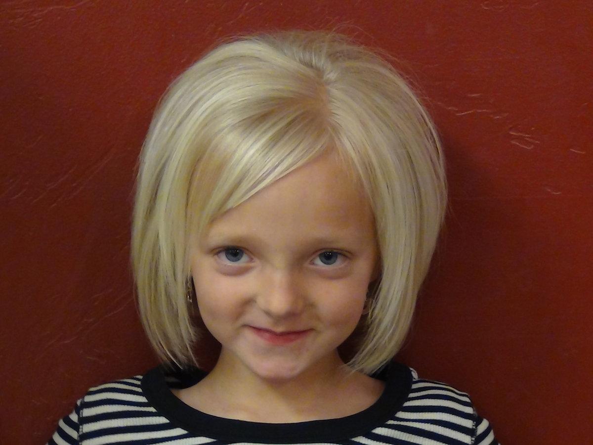 блондинка с короткой стрижкой со спины фото на аву
