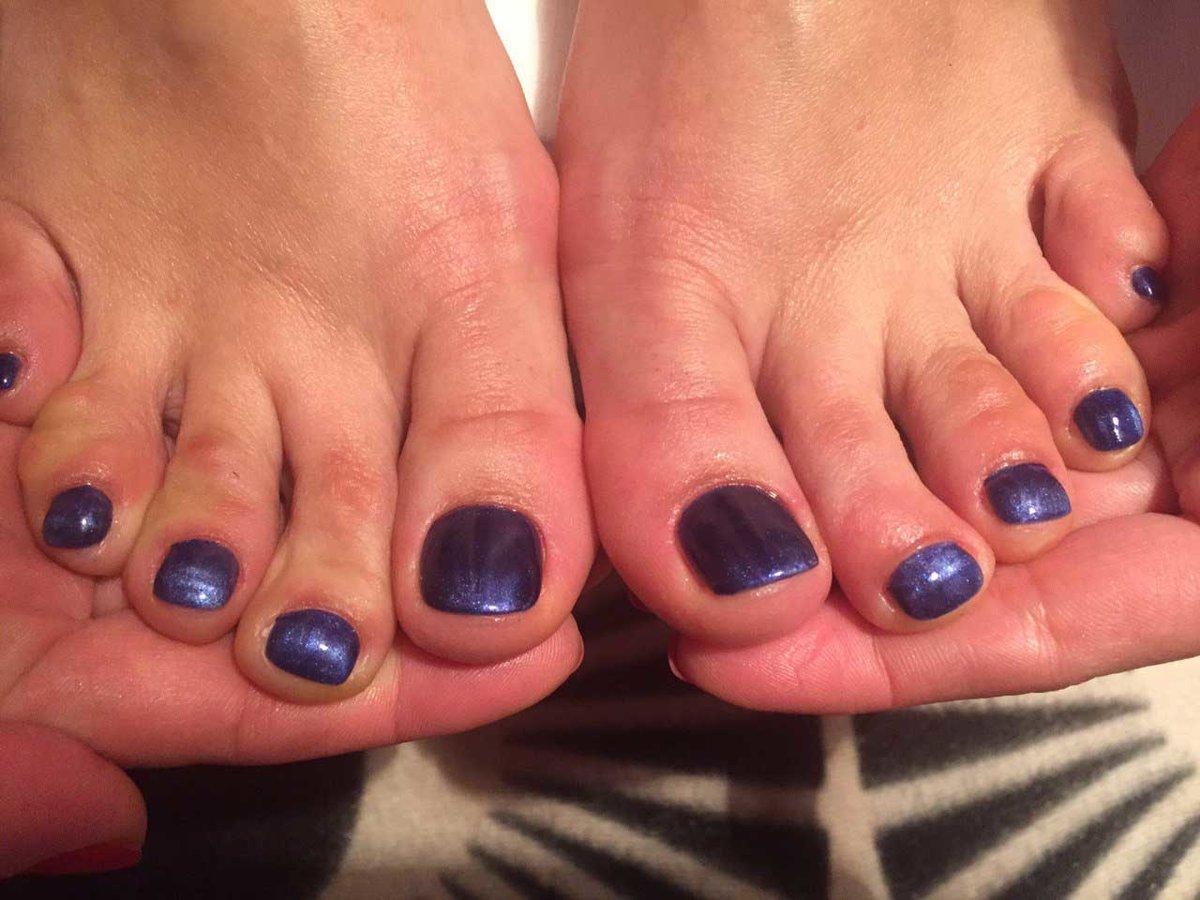 Темные ногти на ногах фото