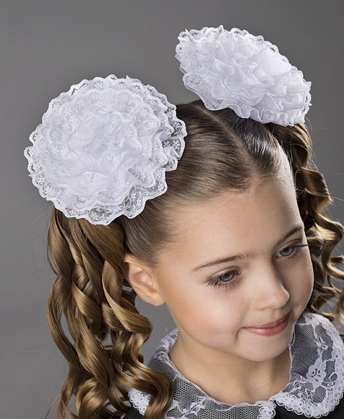 Причёски на 1 сентября для девочек 1 класс с бантами фото