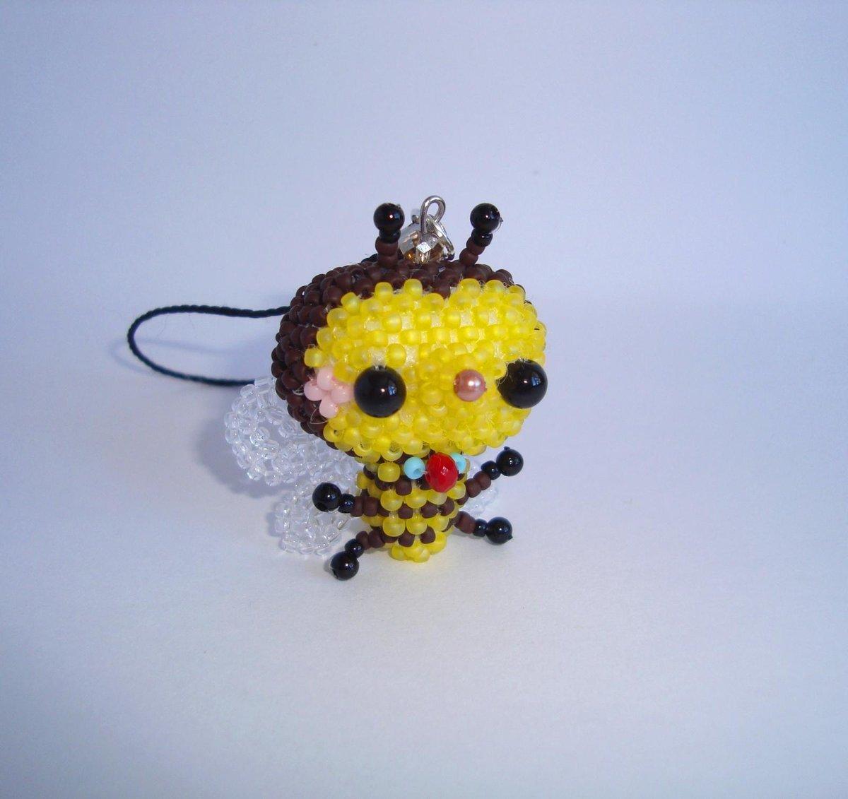 Пчелка из бисера фото