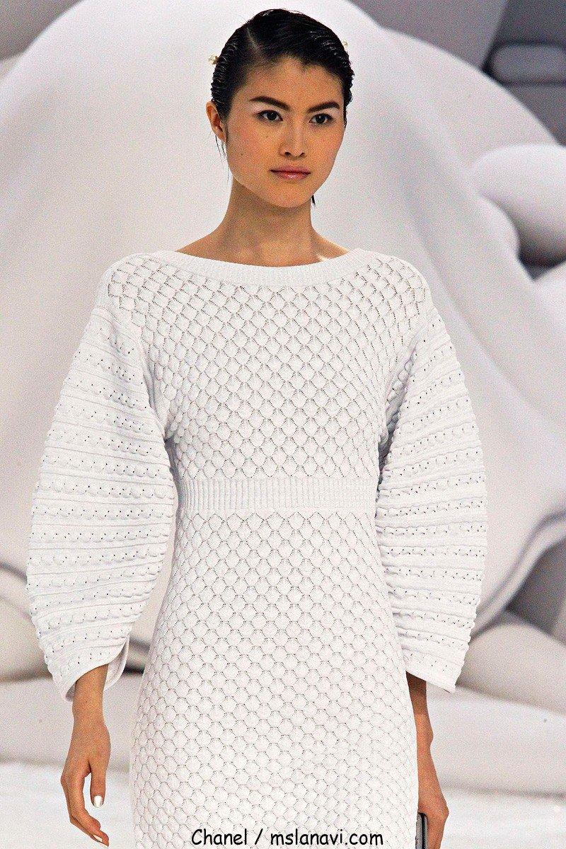 Белое платье вязание спицами